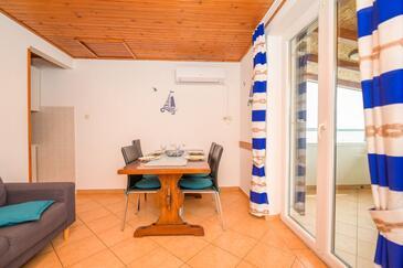 Nerezine, Sala da pranzo nell'alloggi del tipo apartment, condizionatore disponibile e WiFi.
