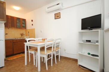 Mali Lošinj, Jadalnia w zakwaterowaniu typu apartment, air condition available, zwierzęta domowe są dozwolone i WiFi.