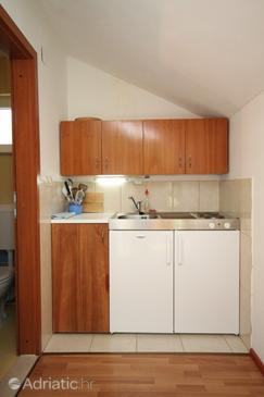 Skrivena Luka, Kitchen in the studio-apartment, WIFI.