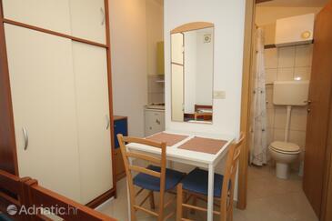 Mali Lošinj, Dining room in the studio-apartment, WiFi.