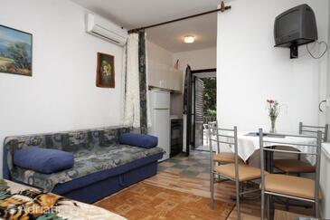 Opatija, Dining room in the studio-apartment, WIFI.