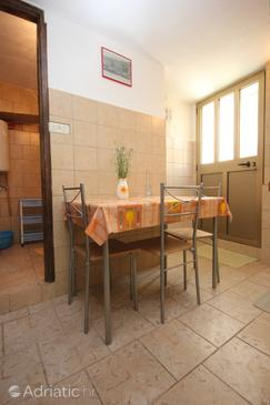 Cres, Dining room in the apartment, WIFI.
