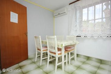 Veli Lošinj, Dining room in the apartment, dostupna klima.