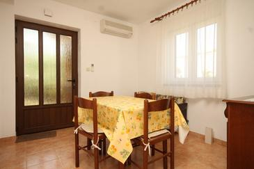 Cres, Blagovaonica u smještaju tipa apartment, dostupna klima i kućni ljubimci dozvoljeni.