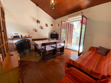 Artatore, Living room in the house, air condition available and WiFi.