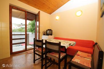 Mali Lošinj, Dining room in the apartment, dostupna klima i WIFI.