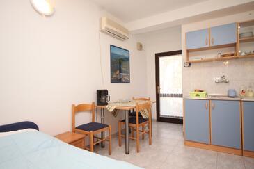 Artatore, Jadalnia w zakwaterowaniu typu studio-apartment, dostupna klima i WIFI.