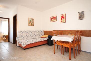 Nerezine, Dining room in the apartment, dostupna klima.