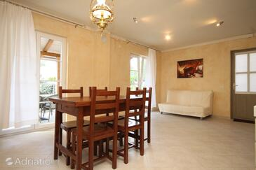 Nerezine, Dining room in the house, air condition available and WiFi.
