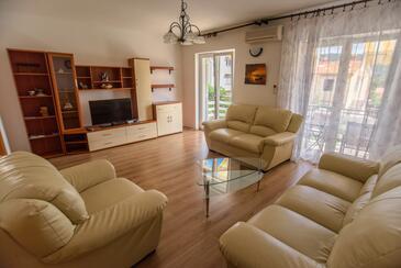 Cres, Obývací pokoj v ubytování typu apartment, s klimatizací, domácí mazlíčci povoleni a WiFi.