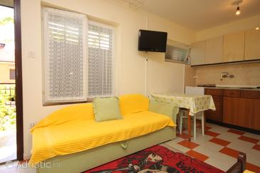 Mali Lošinj, Dining room in the studio-apartment, dopusteni kucni ljubimci.