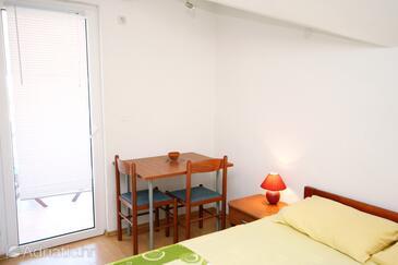 Murter, Dining room in the studio-apartment, WIFI.