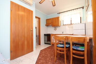 Susak, Jídelna v ubytování typu apartment, s klimatizací a WiFi.