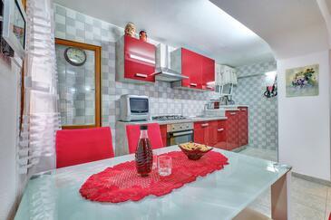 Nerezine, Blagovaonica u smještaju tipa studio-apartment, kućni ljubimci dozvoljeni i WiFi.