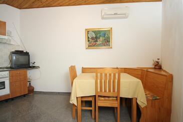 Mali Lošinj, Jídelna v ubytování typu apartment, s klimatizací, domácí mazlíčci povoleni a WiFi.