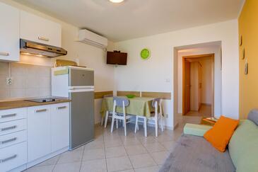 Mali Lošinj, Dining room in the apartment, dostupna klima, dopusteni kucni ljubimci i WIFI.