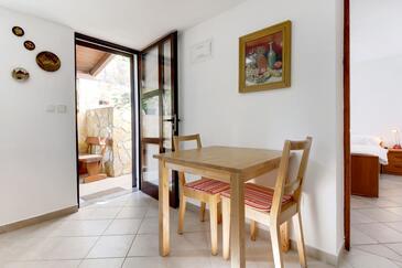 Artatore, Jídelna v ubytování typu apartment, s klimatizací, domácí mazlíčci povoleni a WiFi.