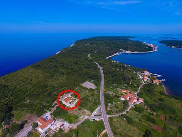 Veli Rat, Dugi otok, Objekt 8096 - Ubytování s kamenitou pláží.