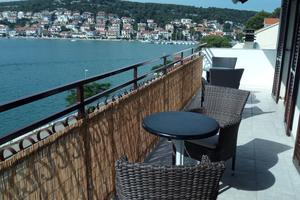 Apartmani uz more Tisno, Murter - 810