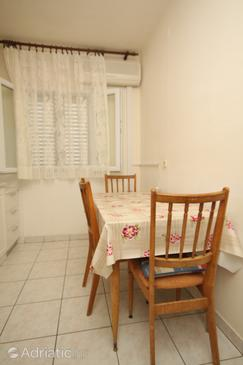 Verunić, Dining room in the apartment, dopusteni kucni ljubimci i WIFI.