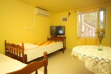 Verunić, Dining room in the apartment, dostupna klima, dopusteni kucni ljubimci i WIFI.