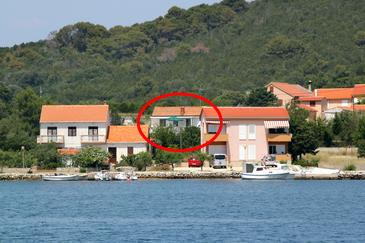 Verunić, Dugi otok, Property 8104 - Apartments near sea with pebble beach.