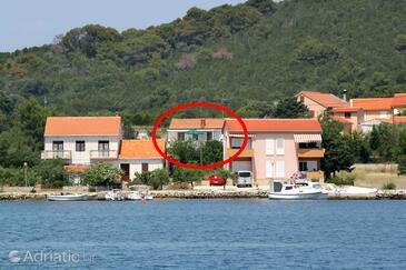 Verunić, Dugi otok, Объект 8104 - Апартаменты вблизи моря с галечным пляжем.
