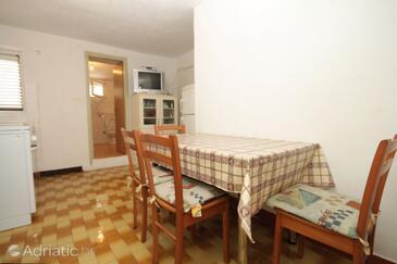 Verunić, Dining room in the apartment, dopusteni kucni ljubimci.