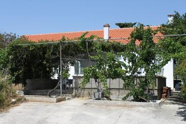 Verunić, Dugi otok, Property 8107 - Apartments near sea with pebble beach.