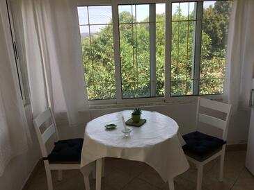 Božava, Dining room in the studio-apartment, dopusteni kucni ljubimci i WIFI.