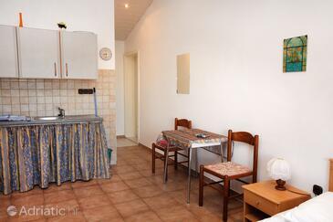 Tisno, Dining room in the studio-apartment, WIFI.