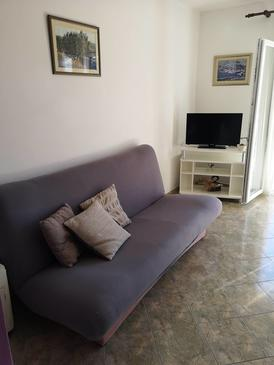 Tisno, Living room in the apartment, (pet friendly) and WiFi.