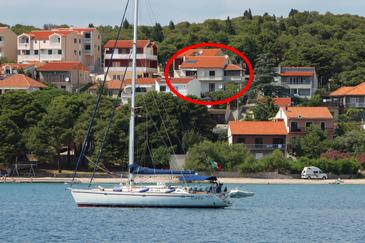 Tisno, Murter, Objekt 812 - Ubytování v blízkosti moře s oblázkovou pláží.