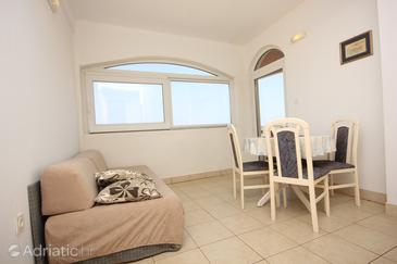Sali, Dining room in the apartment, dopusteni kucni ljubimci i WIFI.