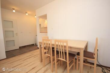 Sali, Dining room in the studio-apartment, dopusteni kucni ljubimci i WIFI.