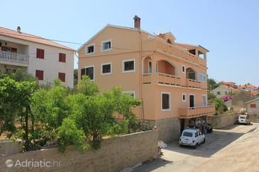 Sali, Dugi otok, Объект 8121 - Апартаменты вблизи моря с галечным пляжем.