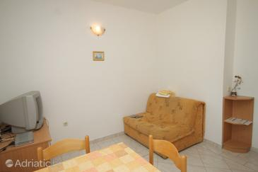 Božava, Living room in the apartment, air condition available, (pet friendly) and WiFi.