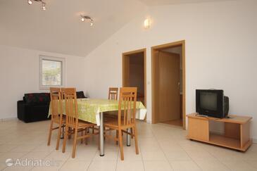 Žman, Camera di soggiorno nell'alloggi del tipo apartment, animali domestici ammessi.