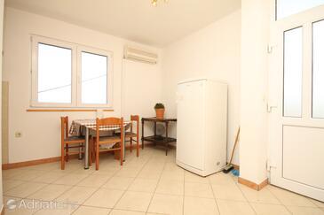 Žman, Dining room in the apartment, dostupna klima i dopusteni kucni ljubimci.