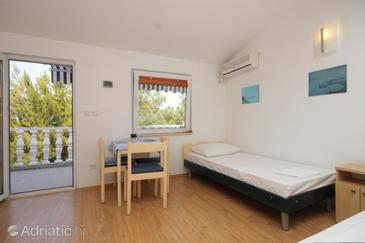 Sali, Dining room in the studio-apartment, (pet friendly) and WiFi.