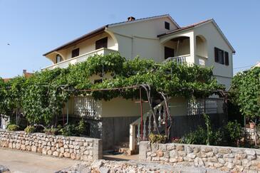Sali, Dugi otok, Objekt 8136 - Apartmaji s prodnato plažo.