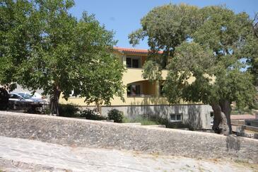 Sali, Dugi otok, Objekt 8137 - Apartmaji s prodnato plažo.