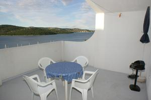Apartments by the sea Tisno (Murter) - 814