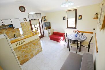 Jaz - Telašćica, Sufragerie în unitate de cazare tip house.