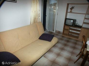 Tisno, Living room in the apartment, dopusteni kucni ljubimci i WIFI.