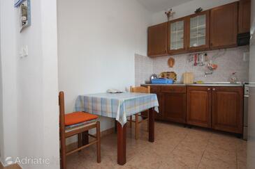 Luka, Столовая в размещении типа apartment, доступный кондиционер, Домашние животные допускаются и WiFi.
