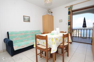 Sali, Jídelna v ubytování typu apartment, s klimatizací, domácí mazlíčci povoleni a WiFi.