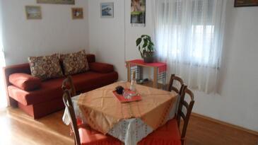 Sali, Salle à manger dans l'hébergement en type apartment, climatisation disponible, animaux acceptés et WiFi.