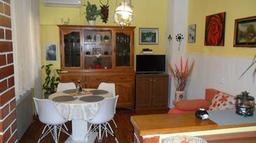 Sali, Salle à manger dans l'hébergement en type apartment, climatisation disponible et WiFi.