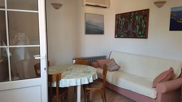 Sali, Dining room in the apartment, dostupna klima.